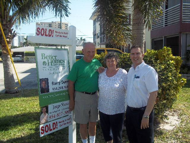 seller photo jack and shirley at hibiscus house